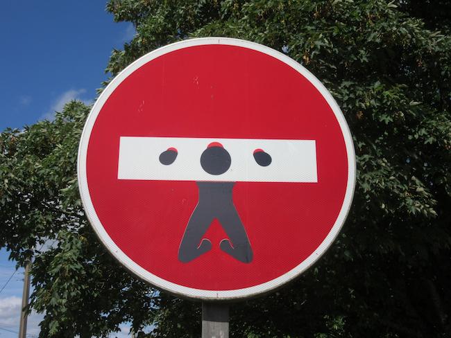 Verkeersbord met waarschuwing voor buitenseks